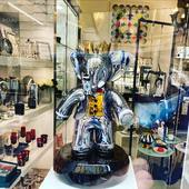 Babolex King of Paris 👑  Sculpture Babolex 60 cm full Chrome dans une vitrine parisienne 📸 - #paris #boutique #babolex #chrome #france #art #sculpture #shop #luxury #interiordesign #interior #parisienne #curator #elephant #masterpiece
